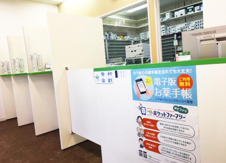 みらくる薬局 神田店 別の角度から見たカウンター